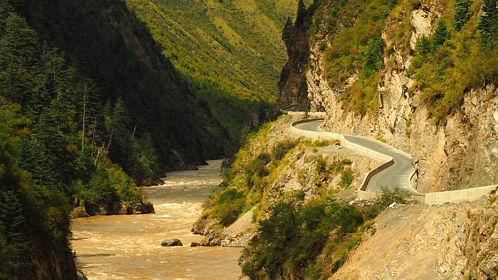 Nr.29 – China – Fantastic stretch of road on the way to Yunnan